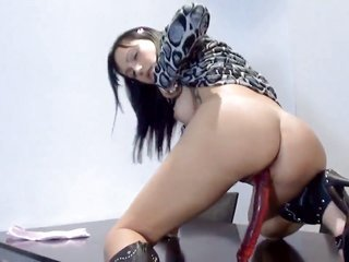 latin babe Jenet plays with her spurting clammy wet crack pie in alone play
