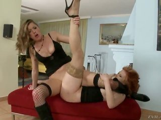 Flirty vixen Elisa expands her legs to be move the tongue across screwed by rug muncher Tarra White