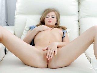 Maria Pie takes sextoy up her honeypot ultimately plush striptease