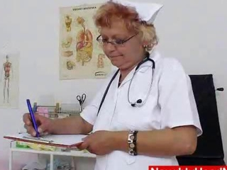 hairy nurse grannie dildoes her twat