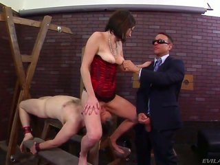 Kurt Lockwood receives relish from slapping hypnotizing Veruca Jamess kisser