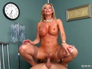 Johnny Sins enjoys sweet Amber Lynns wet orifice in hardcore sex action