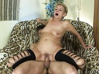 natural blonde Autumn Leaf does her ace to make co-mate ejaculate in hardcore movement