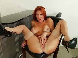 Veronica Avluv is in hitting zeal