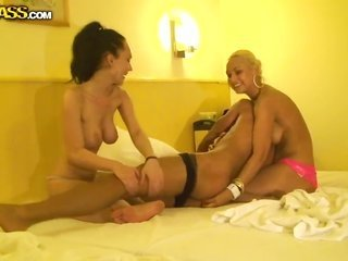 Anabell can not stop dildoing her fuck aperture