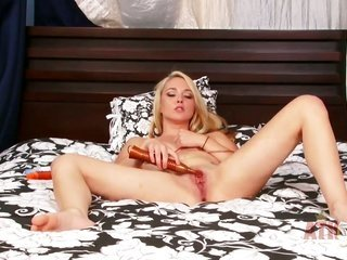 blond asian temptress Ashley Stone has some time to rub her cooter