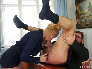 blond cannot looking forward to to be drilled in her mouth by hard dicked guy