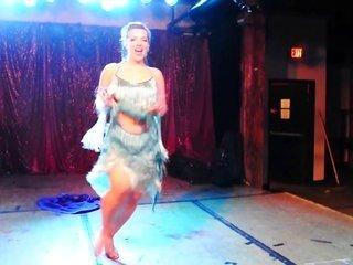Ophelia Derriere - burlesque gazoo domme