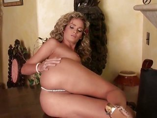 paramount bodied whore is funny for all practical purposes rubbing her juicy hole on camera