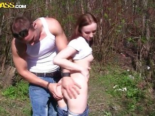 Redhead lets gent put his accessories in her kisser