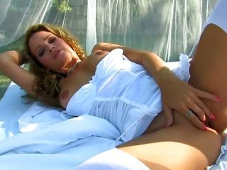 smoking hot kitty Prinzzess Felicity Jade playing with herself on web camera