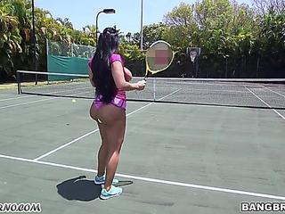 Kiara play tennis