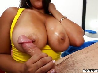 Senorita Juliana with huge servant earns pleasure with crude meat cane in her mouth