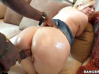 Yasmine Gold with juicy sweetheart enjoys fellas thick rock starched meat golf club in her juicy throat